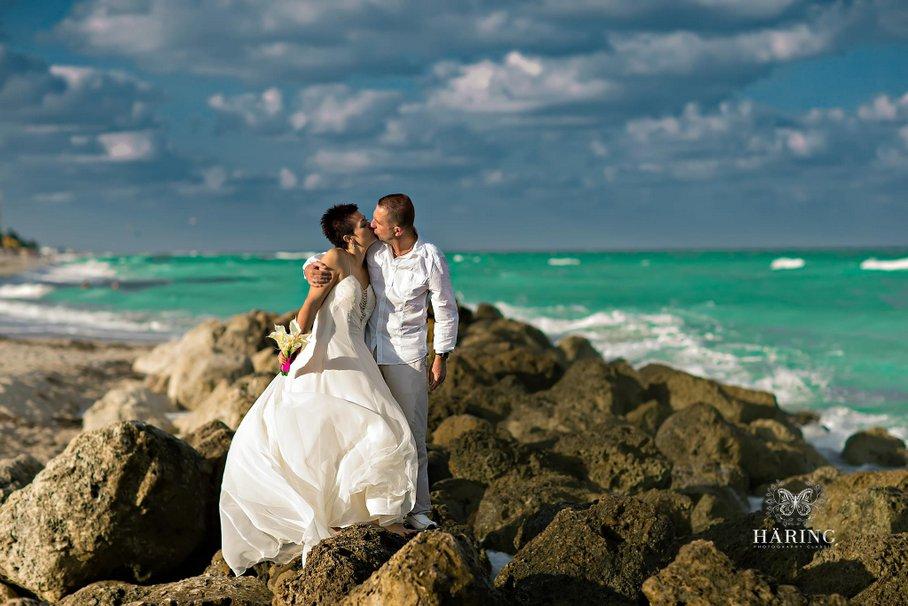 tengerparti esküvő helyszínének kiválasztása külföldön