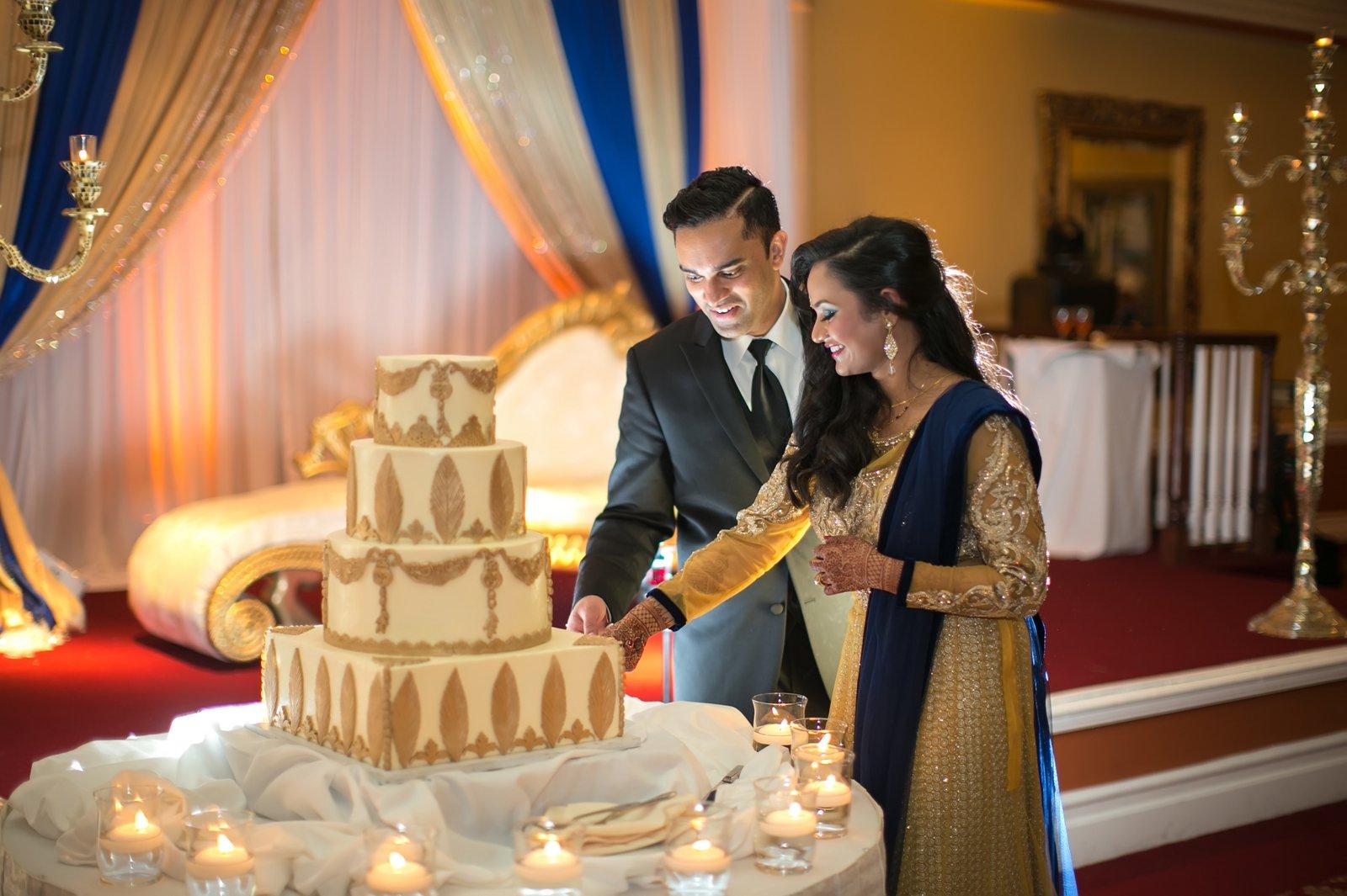 indian wedding cutting the cake