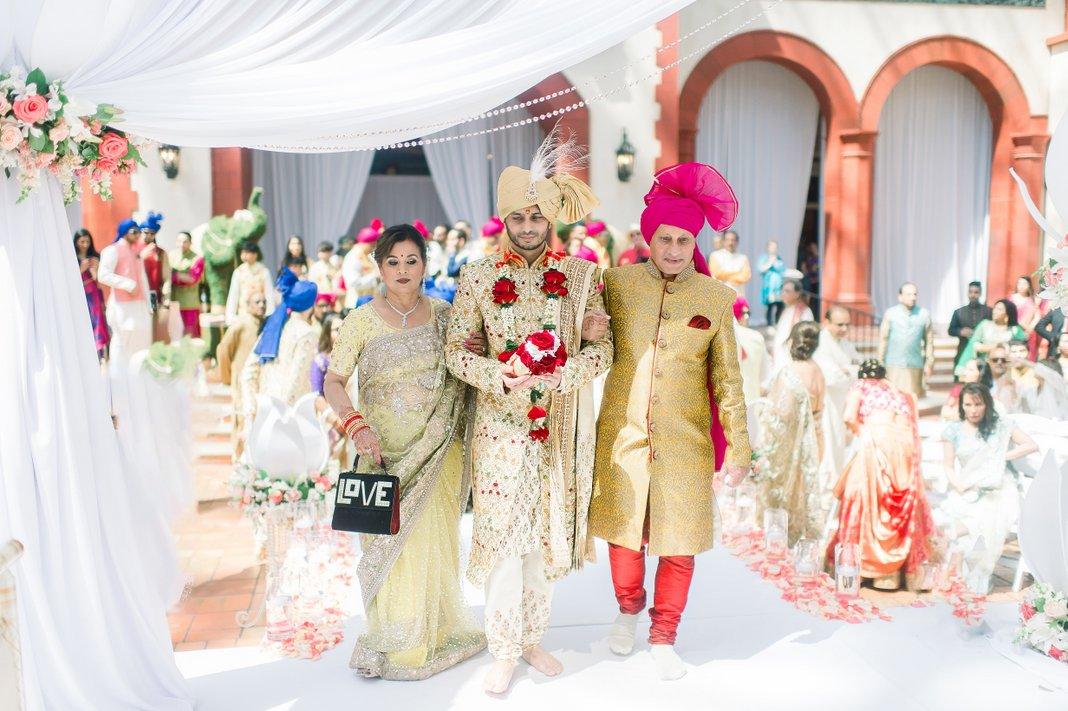 Poorita and Kishan | Gaylord Palms, Florida | Wedding photography sneak peek, Miami Wedding Photographers | Häring Photography, Indian Wedding Photographer in Florida, Best Muslim, Hindu - South East Asian Wedding Photographers